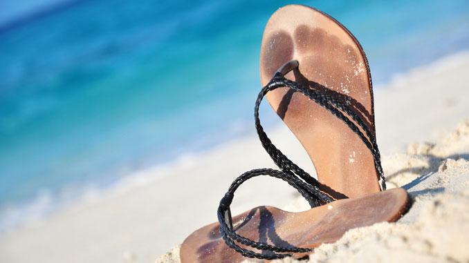Flip-Flops schonen Knie - © Marianne Mayer - Fotolia