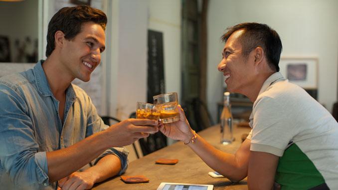 Jugendliche greifen zur Flasche - © mast3r - Fotolia