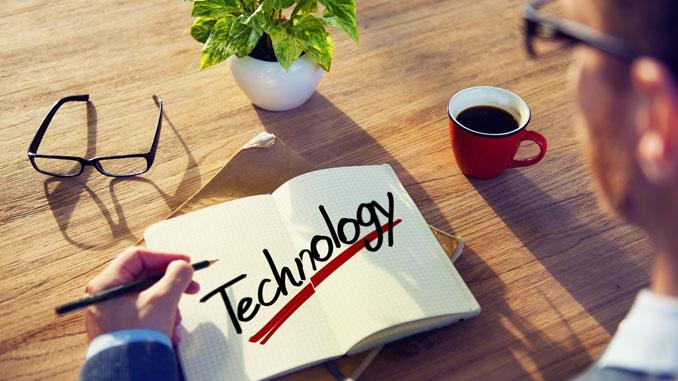 Papier und Touchscreen - © Rawpixel - Fotolia