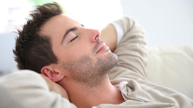 Schlaf schützt vor Übergewicht - © goodluz - Fotolia