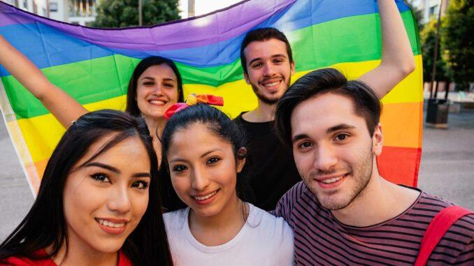 Coming out bei Freunden | © loreanto - stock.adobe.com
